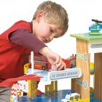 Le Toy Van veliká dřevěná garáž pro kluky